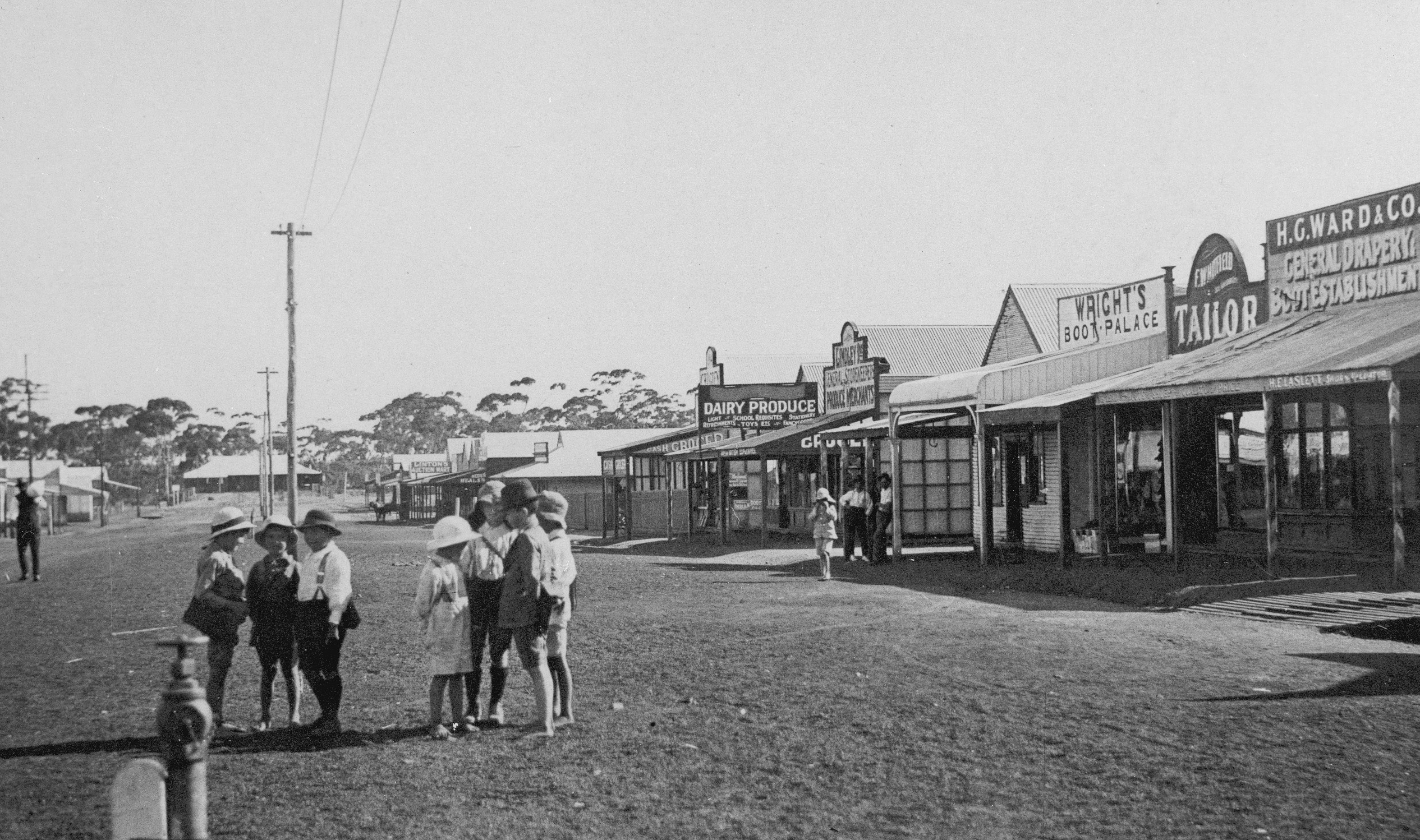 Shire of Westonia. Children gathering in the main street circa 1917.